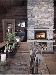 5 Celebrities Awesome Cabin In The Woods - Modern Survival Living Cottage Inspiration, Rustic Room, Cabin Decor, Rustic House, Cozy House, Cottage Interiors, House, Chalet Design, Cottage