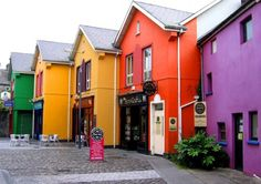 This is the little Irish town of Ennis (not to be confused with the Texas town of Ennis, which is between Houston and Dallas.  And has a pretty good BBQ place.) I love the bright colors here.