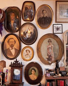 Vintage Decor, Vintage Antiques, Vintage Frames, Cabinet Of Curiosities, Shabby, Gothic House, Weird And Wonderful, Victorian Homes, Natural History