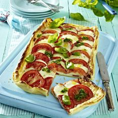 Pizza Caprese mit Pesto Rezept | LECKER