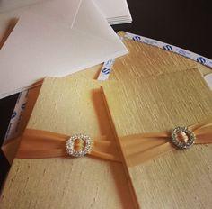gold silk folios wit