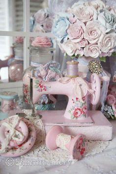Sewing Room - sweet pink sewing machine.