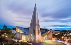 Futurism i Norge av Reiulf Ramstad, foto Hundven Clements – http://www.tidningentra.se/reportage/furu-varmer-futuristiskt-landmarke #arkitektur i #trä