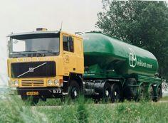 Volvo F 12 6x2 met cement bulktankoplegger van Nederlands Cement Road Transport, Volvo Trucks, Tow Truck, Cement, Type 1, Cars And Motorcycles, Soldiers, Old School, Transportation