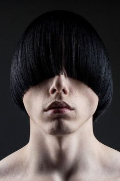 Still think that the bowl cut is boring? See how the cut has upgraded throughout the time and find out how to wear and style it today! Mens Medium Length Hairstyles, Boys Long Hairstyles, Straight Hairstyles, Teen Haircuts, Bowl Haircuts, Mens Fringe, Medium Hair Styles, Long Hair Styles, Widow's Peak
