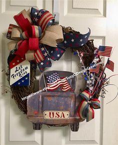 Wreath Crafts, Diy Wreath, Grapevine Wreath, Wreath Ideas, Flag Wreath, Patriotic Wreath, Patriotic Crafts, 4th Of July Decorations, 4th Of July Wreaths