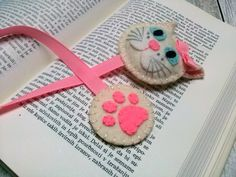 Felt cat bookmark black cat bookmark white cat by DusiCrafts Cat Lover Gifts, Cat Gifts, Felt Bookmark, Cat Keychain, Book Markers, Back To School Gifts, Felt Cat, Craft Sale, Diy Stuffed Animals