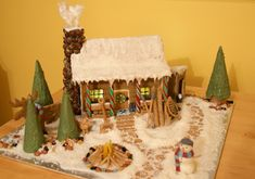 Cool Gingerbread Houses, Gingerbread House Designs, Christmas Gingerbread House, Christmas Craft Projects, Christmas Decorations, House Decorations, Christmas Ideas, Christmas Is Coming, Xmas