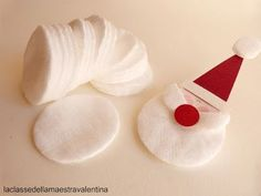Christmas garland with Santa Claus - Weihnachten Ideen - noel Christmas Crafts For Kids To Make, Handmade Christmas Decorations, Christmas Ornament Crafts, Diy Christmas Cards, Christmas Activities, Xmas Crafts, Simple Christmas, Kids Christmas, Felt Glue