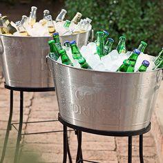 Las #Bebidas frías son parte fundamental de cualquier #Fiesta. ¡Qué no te falten las #Hieleras! :) #Party #Evento #Homy #Metal