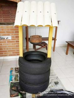 Wishing Well Planter Recycled TiresUsed tyre recycling has always been an exciting activity for me.Clique aqui e aprenda a fazer passo a passo! Tyres Recycle, Diy Recycle, Diy Garden Projects, Easy Diy Projects, Tire Craft, Tire Furniture, Tire Garden, Tire Planters, Recycled Garden