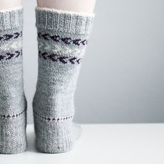 As I continued to make mistakes and had to rip back several times on my current sweater project I decided to put it aside and do some in-between socks to get my head clear. Basic top-down socks wi. Crochet Socks, Knitting Socks, Knit Crochet, Knit Socks, Head Sock, Warm Socks, How To Purl Knit, Basic Tops, Stockinette
