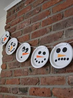 15 Cute Snowman crafts and snack ideas! Make a simple snowman garland with paper plates! From Spaceships and laser beams.