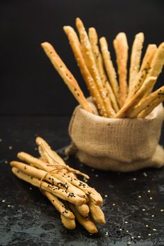 Whole Wheat Grissini with Greek Herbs Healthy School Snacks, Cooking Recipes, Healthy Recipes, Fresh Bread, Appetisers, Mediterranean Recipes, Going Vegan, Food Photo, Food And Drink