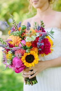 42 Brilliant Sunflower Wedding Bouquets For Happy Wedding – Flowers Bright Wedding Flowers, Summer Wedding Bouquets, Summer Wedding Colors, Bride Bouquets, Summer Flowers, Floral Wedding, Wild Flowers, Trendy Wedding, Wedding Decor