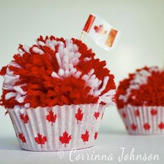 Pom Pom Cupcake Craft: not canada - but generic birthday colors? for bomo birthday Pom Pom Crafts, Yarn Crafts, Diy Crafts, Pom Pom Cupcakes, Canada Day Fireworks, Canada Day Crafts, Canada Birthday, Canada Day Party, Cupcake Crafts