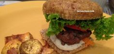 Receita deliciosa e divertida de hambúrguer fit sem glúten e sem lactose, vem ver! Foods With Gluten, Lactose Free, Carne, Food And Drink, Low Carb, Beef, Health, Main Courses, Instagram