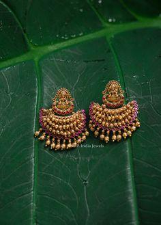 Gold Temple Jewellery, Gold Wedding Jewelry, Gold Jewelry Simple, Bridal Jewelry, Jewelry Design Earrings, Gold Earrings Designs, Pearl Jewelry, Indian Jewelry, Women's Earrings