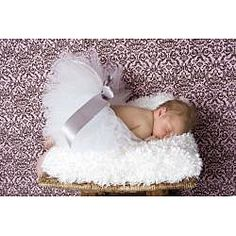 This tutu is the perfect accessory to complete your adorable baby's ensemble. In classic white, this tulle tutu comes with a satin ribbon and an elastic waist that grows with your little princess.