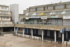The World's Best Photos of tavybridge and thamesmead Brutalist Buildings, Modern Buildings, Modern Architecture, Council Estate, Space Place, Sense Of Place, Old London, Slums, World Best Photos