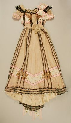 Evening dress Date: 1900–1901 Culture: French Medium: silk, cotton Accession Number: C.I.51.7.2a, b