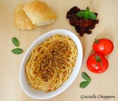 Pasta con pomodori secchi e mollica di pane: è una ricetta velocissima da preparare, giusto il tempo di cottura della pasta! :)