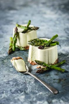 Asparagus season is here brought to you by the fact that it is finally Spring in Australia! That means this is about the time I share with you a great recipe featuring asparagus. This is all thanks to a delivery of new season asparagus from Aussie Asparagus. In previous years I've brought you baked eggs in tomato …