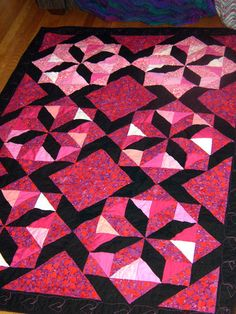 Browse pictures of star quilts and star quilt patterns. I think you'll agree that the pictures offer fantastic inspiration for your next quilt. Star Quilt Patterns, Star Quilts, Quilt Blocks, Pink Quilts, Baby Quilts, Quilting Projects, Quilting Designs, Quilting Ideas, Pinwheel Quilt