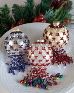 How elegant. Beaded ornament covers make great gifts for teachers and hostesses during the Christmas season. Beaded Christmas Decorations, Christmas Ornament Crafts, Diy Christmas Gifts, Handmade Christmas, Christmas Tree Ornaments, Holiday Crafts, Felt Christmas, Christmas Holiday, Beaded Ornament Covers
