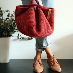 Bolso japonés tejido a crochet - Tax Tutorial and Ideas Mochila Crochet, Gilet Crochet, Bag Crochet, Crochet Handbags, Love Crochet, Crochet Stitches, Crochet Backpack, Purse Patterns, Bag Tutorials