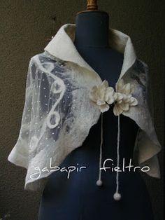 Beautiful felted shawl by Gabepir Feltro. Perfect for weddings, proms etc. Nuno Felting, Needle Felting, Mundo Hippie, Nuno Felt Scarf, Felted Scarf, Wedding Shawl, Textile Jewelry, Textile Artists, Felt Art
