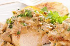Poitrines de poulet...sauce crémeuse à la moutarde de Dijon