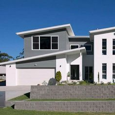 Loving this award winning custom designed home by kept looking fresh with Scyon Linea and muted blue-grey tones. Modern Exterior, Exterior Design, Interior And Exterior, Hamptons Style Homes, Hamptons House, Australian Architecture, Architecture Design, External Cladding, House Paint Exterior