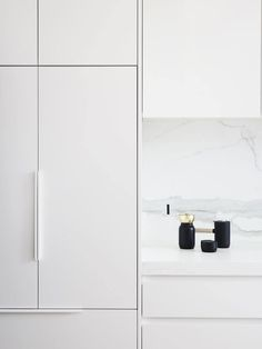 Local Australian Architecture And Interior Design Albert Park Terrace Designed By Dan Webster Architecture 12 - The Local Project Kitchen Handles, Cabinet Handles, Door Handles, Minimalist Kitchen, Minimalist Decor, White Bathroom Tiles, Terrace Design, Kitchen Furniture, Kitchen Decor
