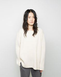 wavy hair, oversized ribbed sweater and grey pants #style #fashion #fall