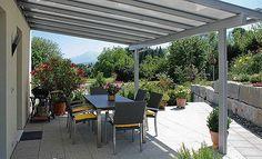 Pro zastínění terasy u domu se hodí robustní systém s bezpečnostním sklem ; Plas