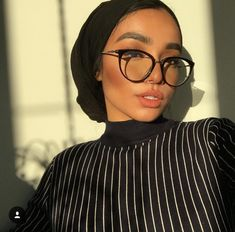 I know I always take pictures when the sun is going down. Hijab Turban Style, Mode Turban, Muslim Fashion, Hijab Fashion, Fashion Outfits, Hijab Sport, New Hair Cut Style, Hijab Makeup, Hair Wrap Scarf