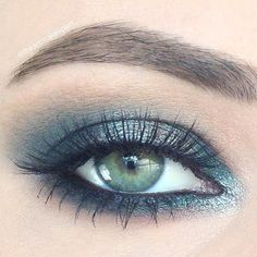 Green with Envy by the lovely @iheartmakeupart using Makeup Geek's Envy, Shimma Shimma, and Peach Smoothie eyeshadows along with Insomnia pigment. #makeupgeekcosmetics #makeup #makeupgeek #Padgram