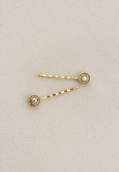 Lilla+Rose+Inc+-+You+can+now+enjoy+the+Lovely+Circle+Stoneset+Bobbies+in+gold!+The+simple+but+elegant+set+of+Bobby+Pins+will+adorn+any+hair+updo.++
