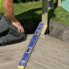 Slik lager du en blomstrende gjerde - viivilla.no Wrought Iron Fences, Backyard Landscaping, Pergola, Outdoors, Gardening, Gardens, Garden Landscaping, Patio, Fence