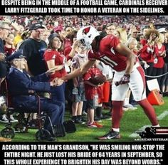 That's the way an NFL player should act ! Not this disrespectful BS of kneeling during our National Anthem ! Cute Stories, Sweet Stories, Larry Fitzgerald, Human Kindness, Real Hero, American Soldiers, Thats The Way, American Pride, God Bless America