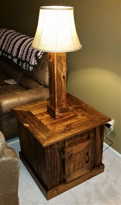 table lamps ikea Click above VISIT link for more info at Lamps Are Decorative And Functional Too. Pallet Crafts, Pallet Projects, Pallet Lamp Ideas, Tiffany Table Lamps, Lamp Table, Shipping Pallets, Pallet Creations, Pallet Furniture, Wood Pallets