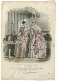 Réville   Le Moniteur de la Mode, 1846, No. 118 : Toilettes de la Maison..., Réville, M. Gervais, E.B. Strange & Brother, 1846   Twee vrouwen bij een tafel met ijs onder een gestreepte luifel. Volgens het onderschrift: 'toilettes' van de firma Popelin-Ducarre. 'Chapeau Clarisse' van Bidault. 'Paille d'Italie' van Fleschelle. Bloemen van Mertens. Ijs of 'glacière parisienne'. Prent uit het modetijdschrift Le Moniteur de la Mode (1843-1913).