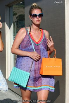 Nicky Hilton Paris Hilton and sister Nicky Hilton shop at Malibu Country Mart http://icelebz.com/events/paris_hilton_and_sister_nicky_hilton_shop_at_malibu_country_mart/photo2.html