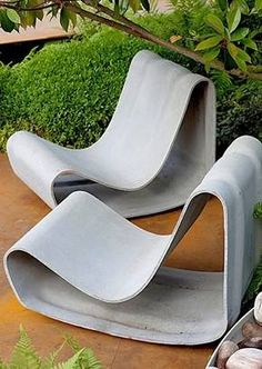 Designed in 1954 by Swiss modernist Willy Guhl and handmade from a single sheet of self supporting fibre reinforced cement these sculpture. Concrete Outdoor Furniture, Modern Outdoor Chairs, Concrete Crafts, Outdoor Rooms, Concrete Projects, Modern Landscape Design, Modern Landscaping, Modern Design, Garden Chairs