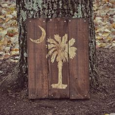 Palmetto Tree Moon SC Pallet Wood Art by HarveyPalletDesigns Wood Pallet Art, Wood Pallets, Palmetto Tree, Reclaimed Wood Signs, Laser Art, Woodworking Bench Plans, Small Wood Projects, Moon, Wood Tree