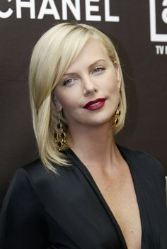 Pin for Later: Charlize Theron Can Pretty Much Pull Off Any Hairstyle 2005 At the 12th annual Premiere Women in Hollywood Awards, Charlize stunned with simple black eyeliner and a matte, deep-red lip look.