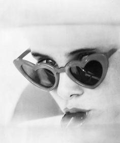 Gli occhiali da sole compiono 85 anni