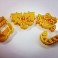 Piparkakkumuotteja, tulostettu  Felix 3D-tulostimella.