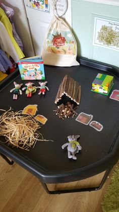Three Little Pigs tuff tray/loose parts for play. Eyfs Activities, Nursery Activities, Activities For Kids, Crafts For Kids, Traditional Tales, Traditional Stories, Eyfs Classroom, Classroom Displays, Physics Classroom